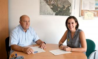 Laura Benseny i Rafael Nolla han signat el conveni de col·laboració
