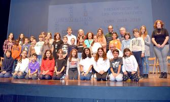 Foto de família dels cooperativistes i autoritats