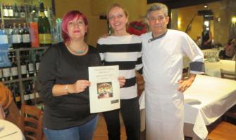 Susana Sánchez, Contxi Haro i Antonio Castro en el moment del lliurament del premi