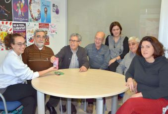 Representants del col·lectiu de la gent gran van lliurar els beneficis a la Creu Roja