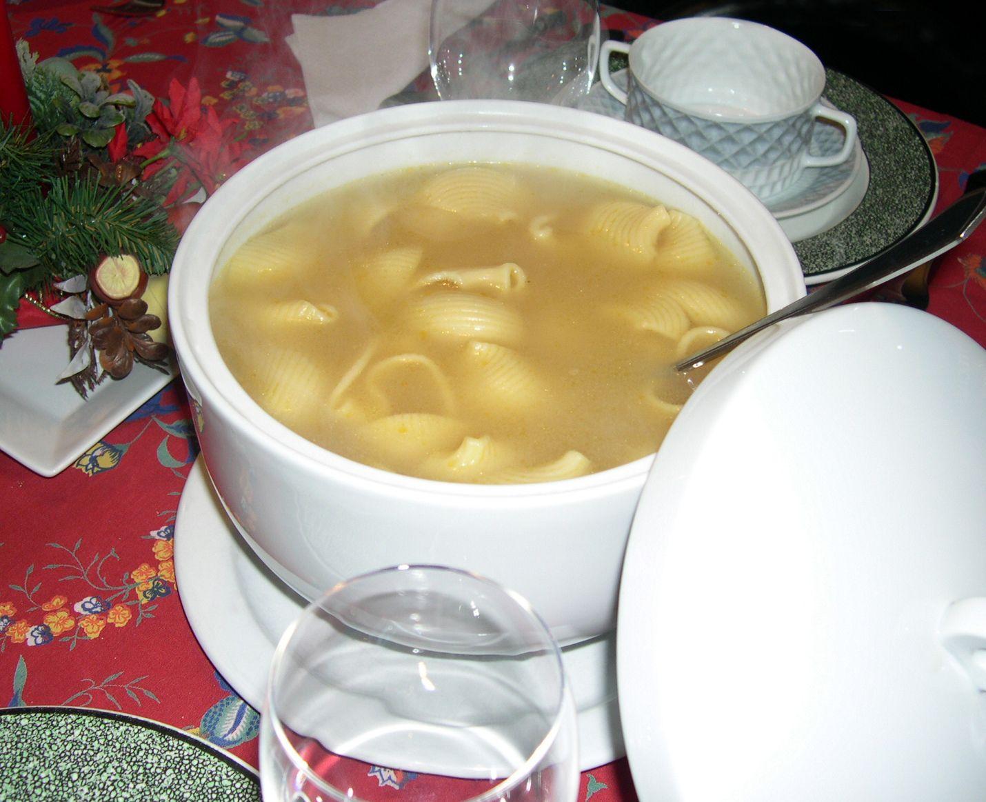 L'escudella, un dels plats típics del Nadal. Foto Viquipèdia.
