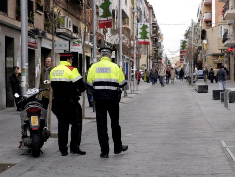 Patrulla mixta pels carrers de la ciutat