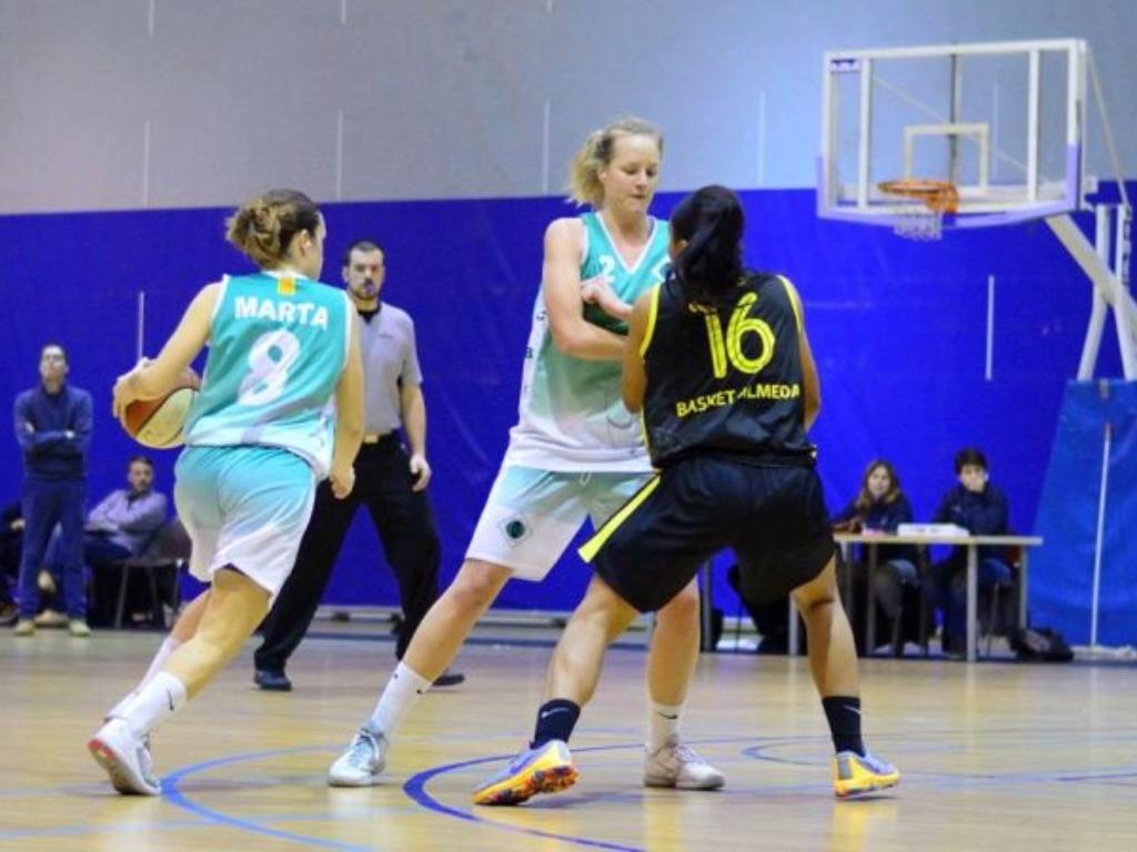 Fotografia d'arxiu partit de bàsquet femení. www.cerdanyola.info