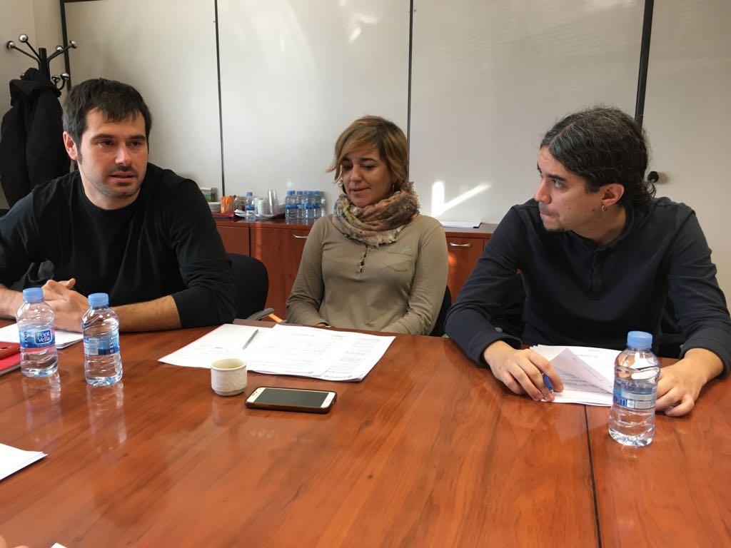 Carles Escolà, Laura Campos i José Maria Oscuna durant la reunió
