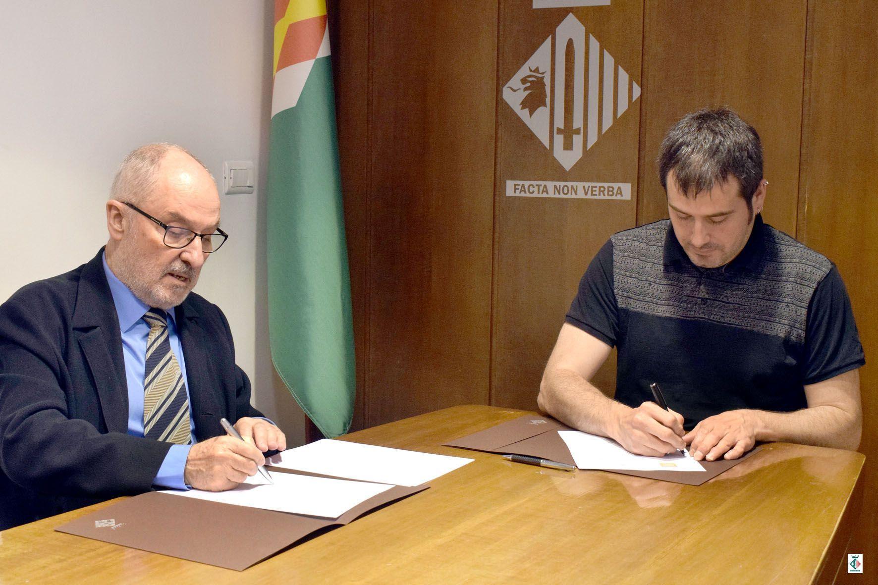 Rafael Ribó i Carles Escolà signant el conveni de col·laboració