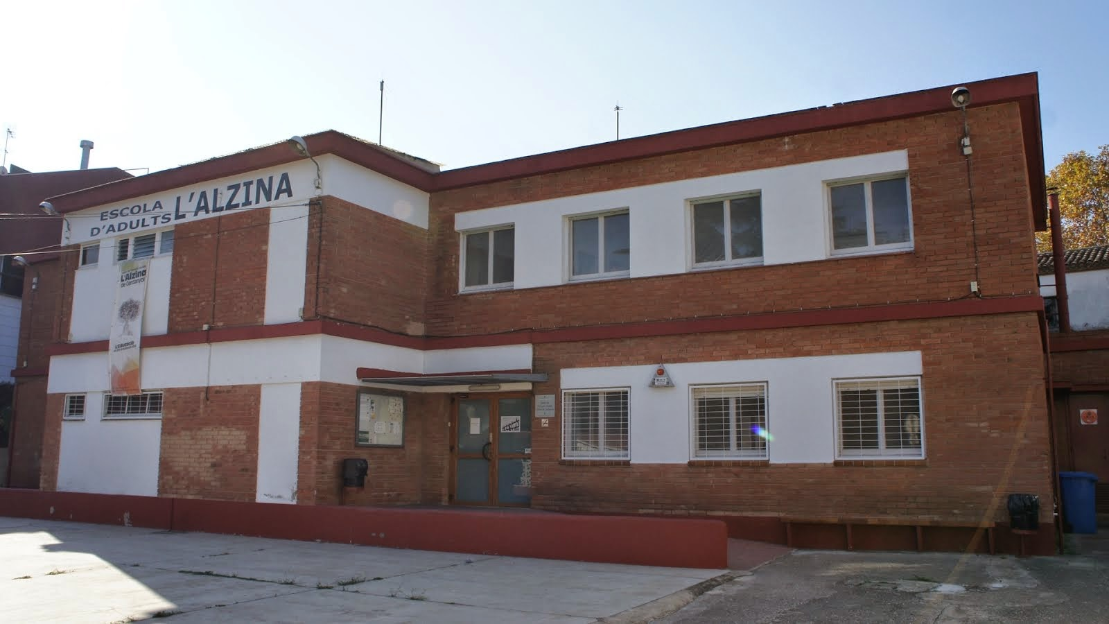 Edifici de l'Escola d'Adults de Cerdanyola