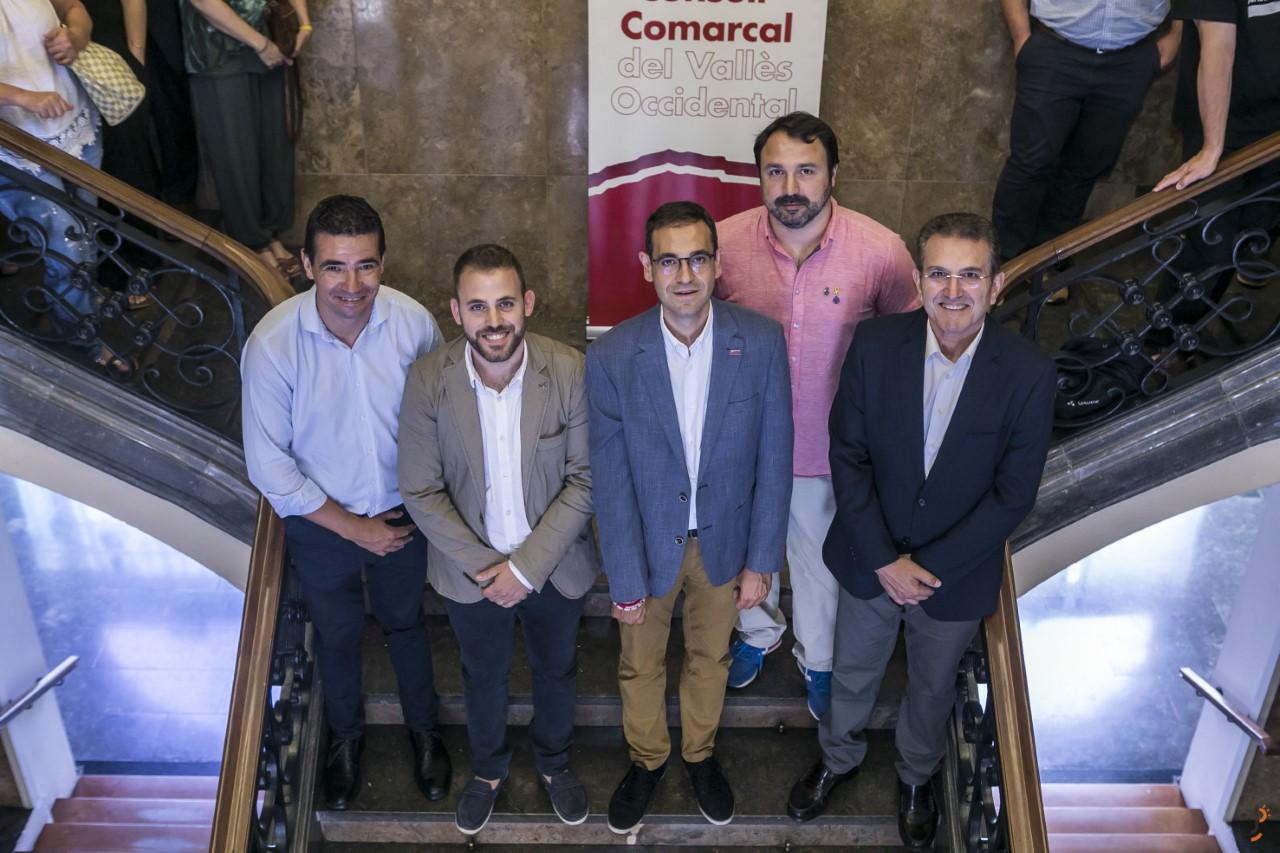 D'equerra a dreta: Manuel Buenaño, Carlos Cordón (alcalde de Cerdanyola), Ignasti Giménez, Albert Turon i Javier Sánchez