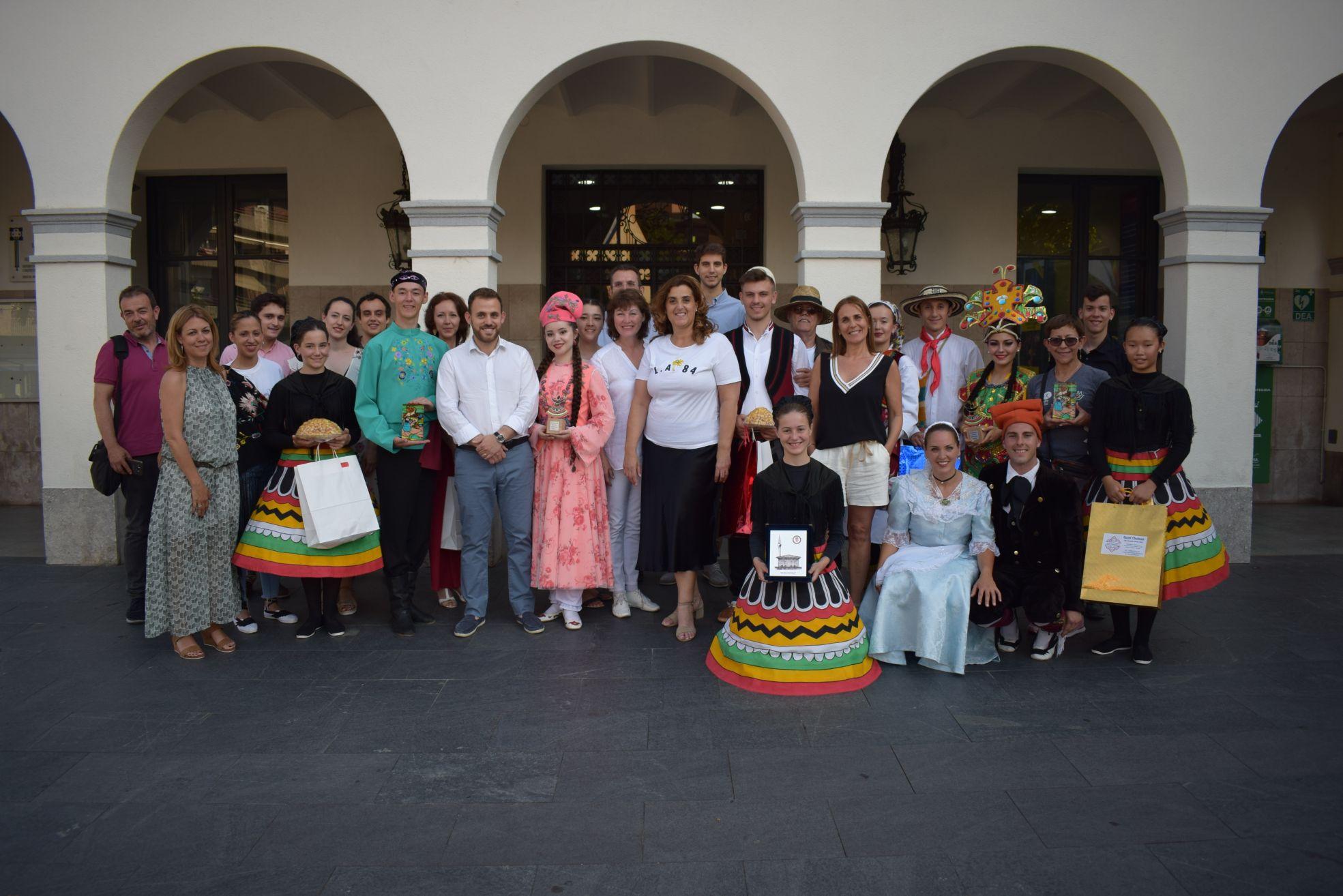 Foto de família de la recepció de la Mostra de Dansa