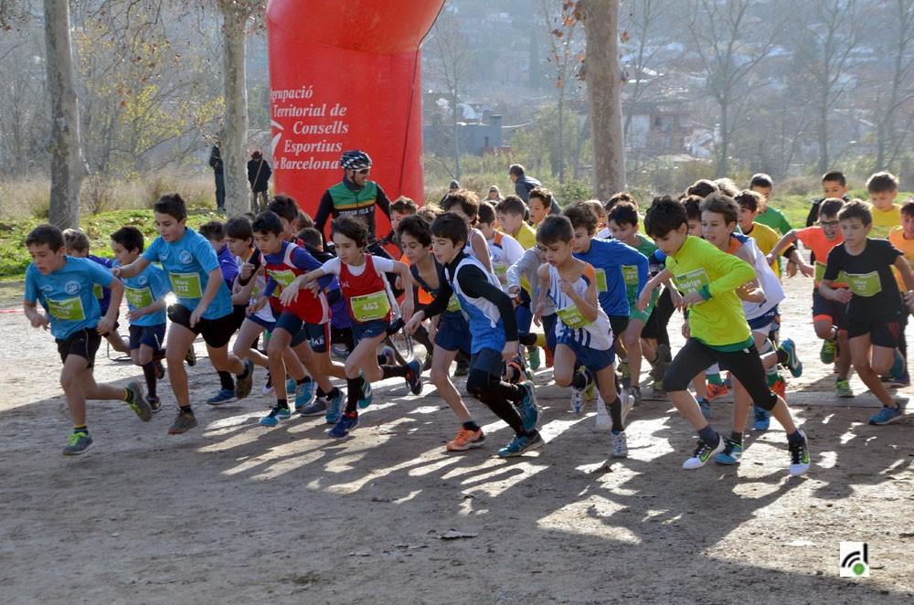 Foto d'arxiu. Activitat esportiva escolar.