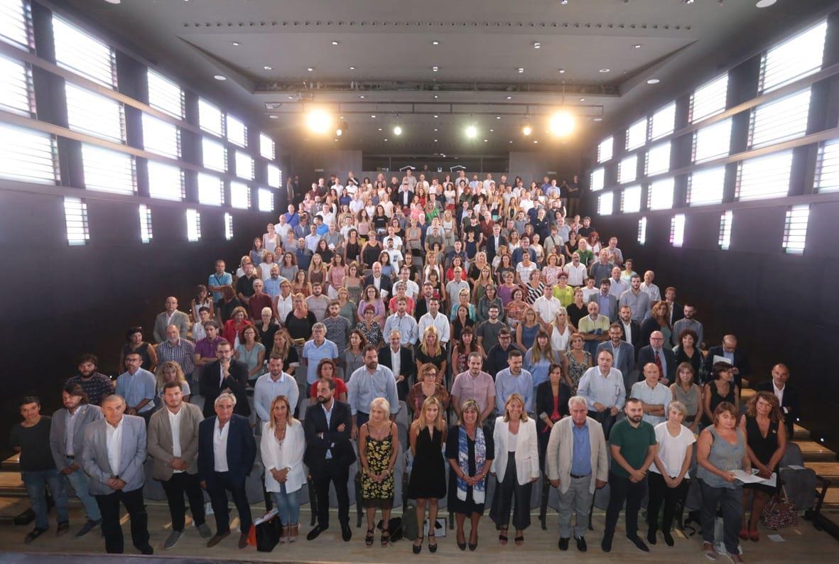 Imatge de família de totes les persones participants a la reunió convocada per la Diputació  Foto: Òscar Ferrer / Diputació de Barcelona