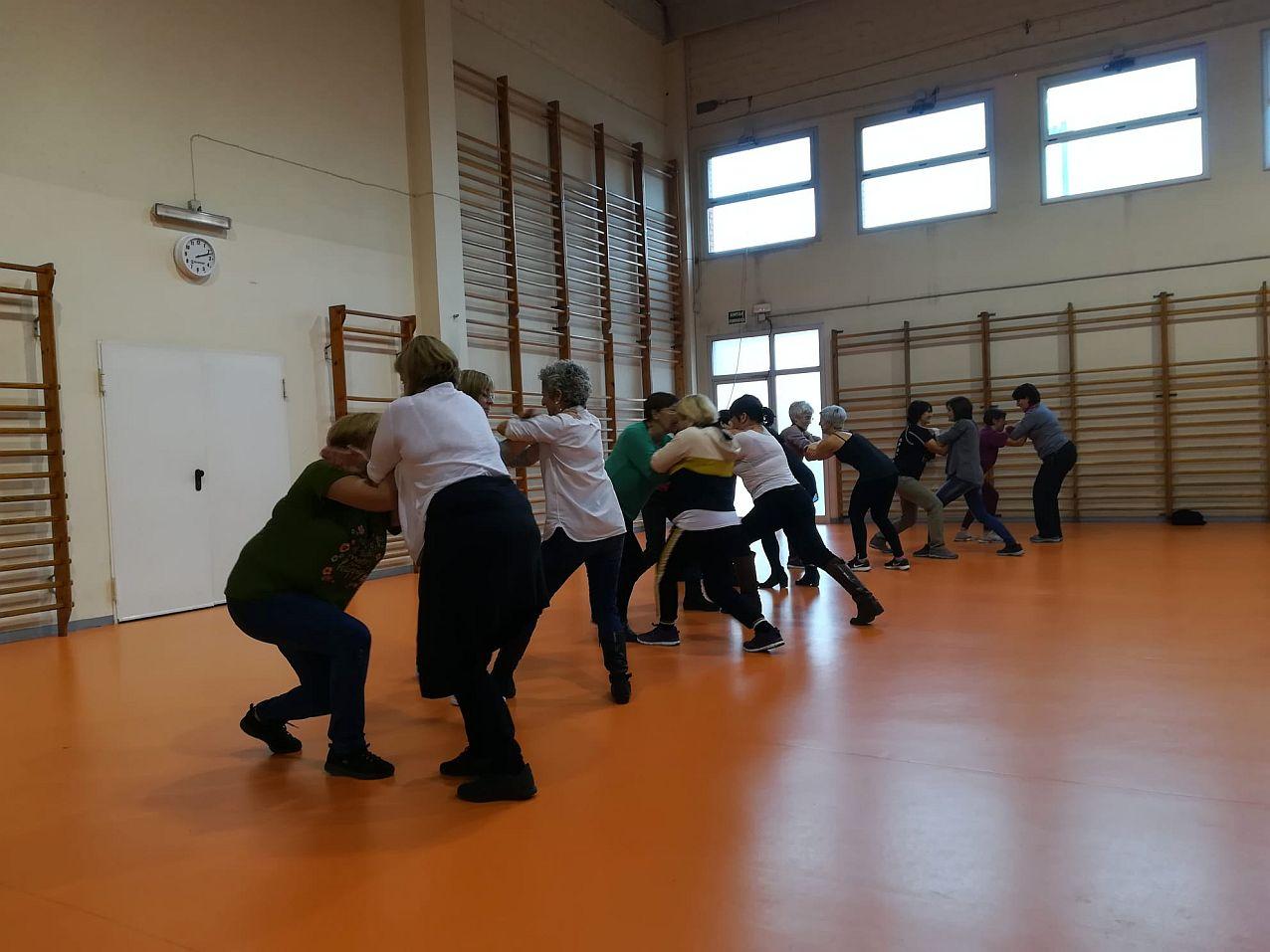 Un moment del taller d'autodefensa feminista