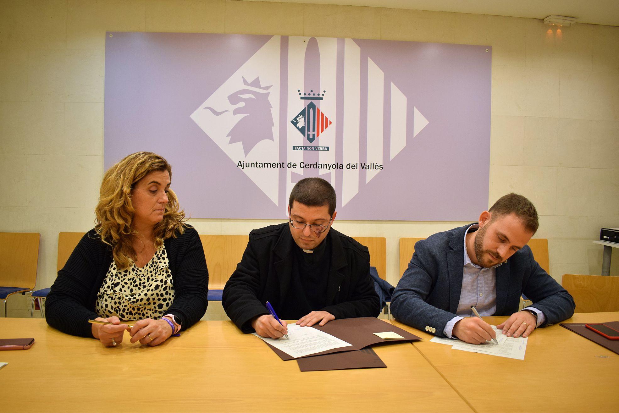 Signatura del conveni amb la Parròquia del Roser