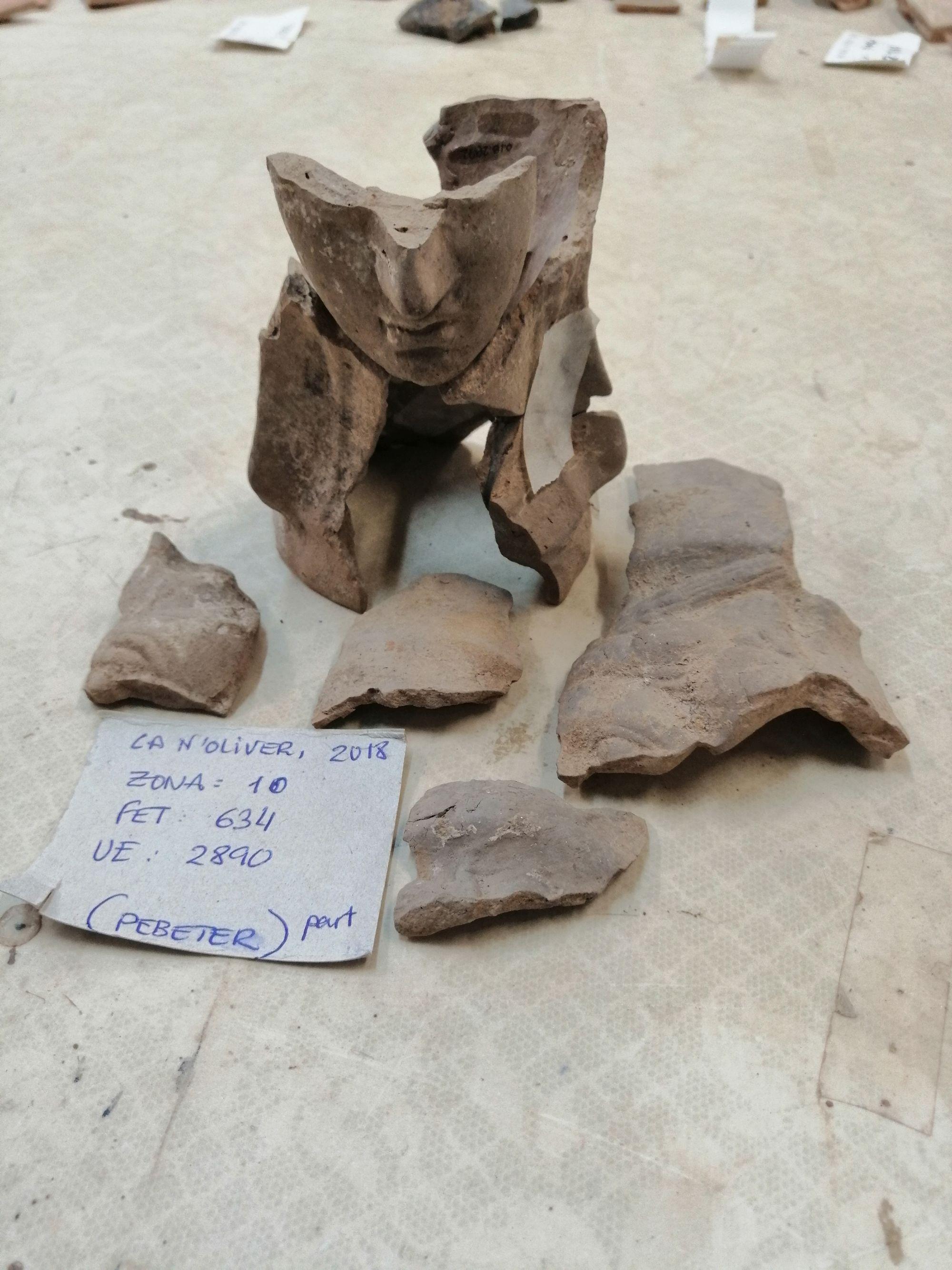Troballa de fragments d'una terracota representant un cap femení que es relaciona amb la deessa Demeter/Tanit