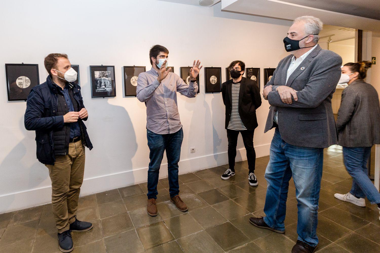 Moment de l'acte d'obertura de l'exposició Entre Línies