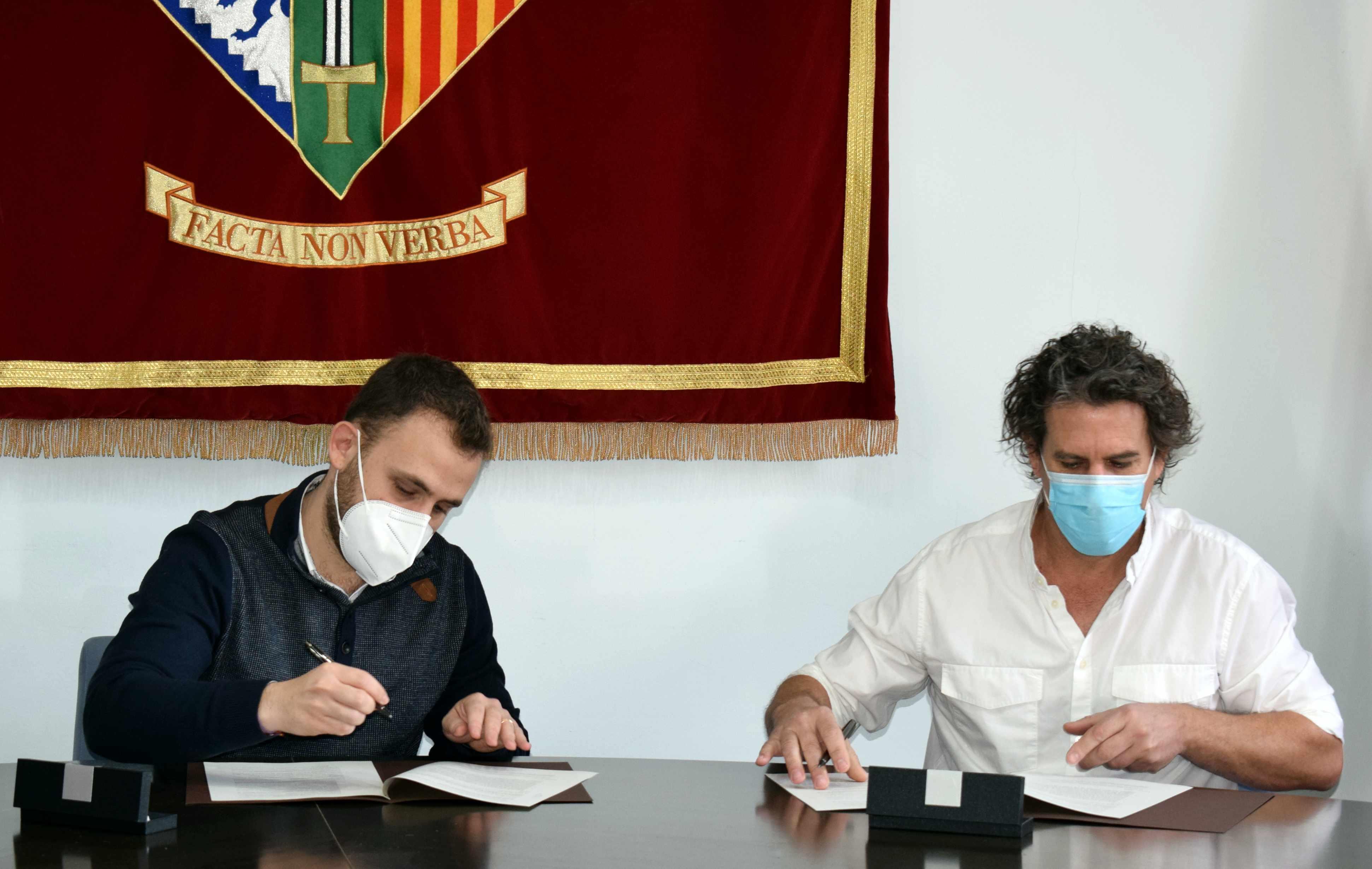 Carlos Cordón i Ramon Andreu firmant el conveni de col·laboració