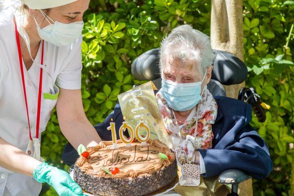 Carmen Vílchez celebrant els 100 anys