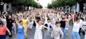 imatge d'un flashmob de sevillanes