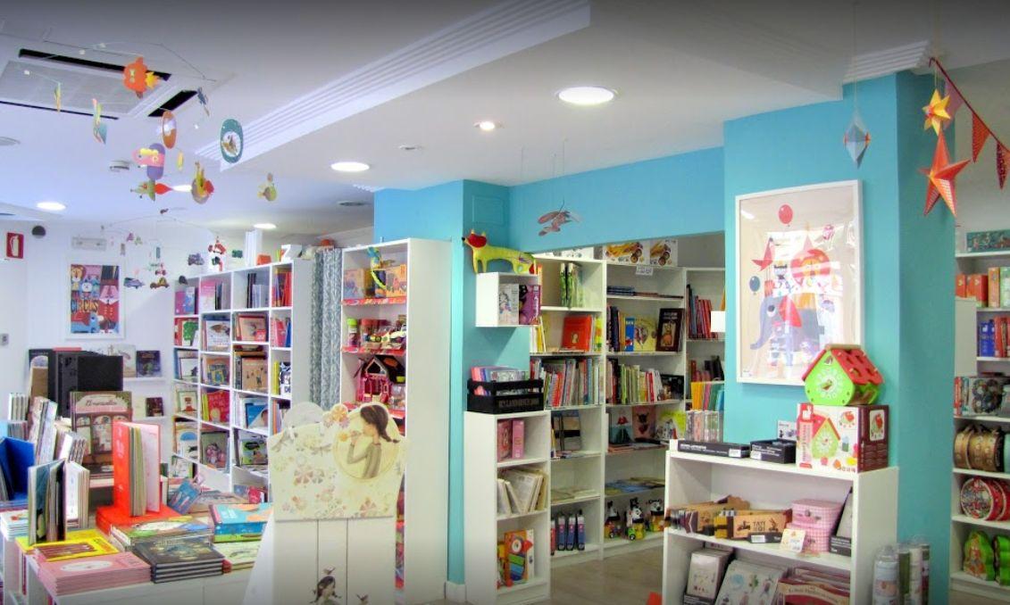 Interior de la llibreria Lilliput