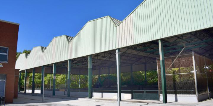 Imatge exterior de la pista poliesportiva de La Boina