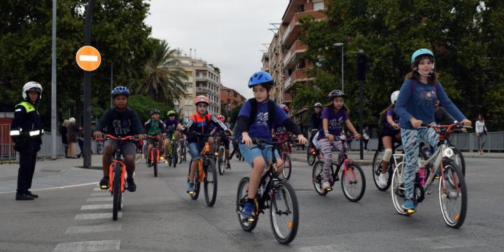 Moment de la bicicletada al seu pas per Les Fontetes