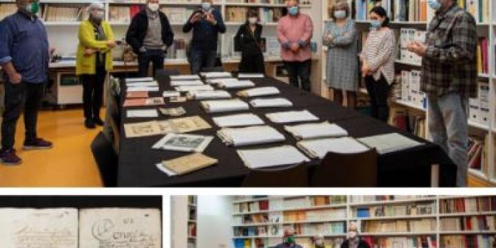 imatges del acte de donació dels documents