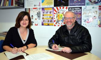 Elvi Vila i Daniel Banyuls en el moment de signar el conveni