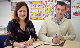 Elvi Vila, regidora de Serveis Socials, i Javier Pardo, representant Fundació Grupo Hada