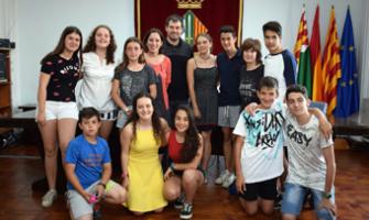 Foto de la recepció del grup de nedadors/es de l'Escola Municipal de Natació de Cerdanyola