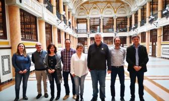 Fotografia dels representants de la Diputació i els ajuntaments